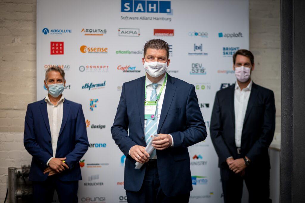 Von links nach rechts: Oliver Hammerstein, Finanzsenator Andreas Dressel, Bernd Hommels